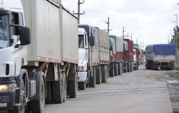 Congestionado. El viernes pasado ya había un aglomeramiento de camiones en el ingreso a Puerto San Martín.