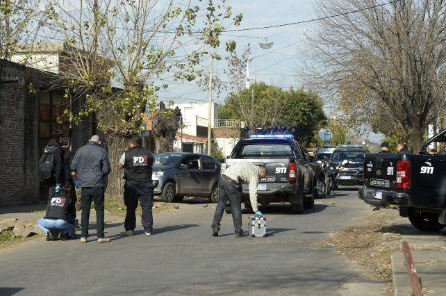 En Callao al 5700 fueron ejecutados a tiros dentro de un auto David Campos y Emanuel Medina.