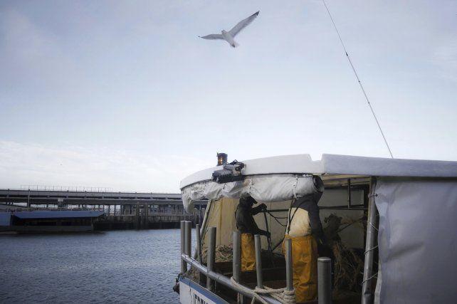 Un buque pesquero en el puerto francés de Boulongne-sur-mer