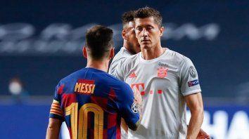 Lewandoswski, que estuvo fuera varias fechas de la Bundesliga a causa de una lesión en una rodilla, suma 70 puntos producto de 35 goles, muy lejos de las 50 unidades y 25 tantos de Messi en el Barcelona.