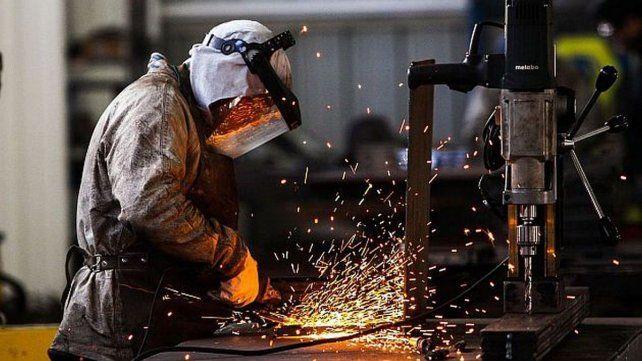 El Indec estimó una caída del 6 por ciento en la actividad industrial durante febrero.
