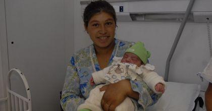 El primer bebé del 2009 en la Argentina es rosarino y se llama Vladimir
