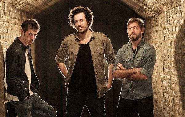 Lo nuevo. Roger Cardero (izq.) lidera el trío que toca hoy en el Café de la Flor.