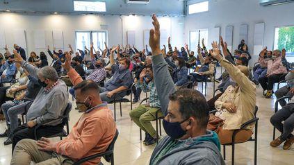 El Congreso General Extraordinario sesionó en la sede de Festram y aprobó la expulsión de Juan Medina y Patricio Casale.