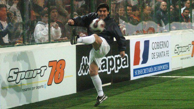 Maradona y la pelota. 02 de agosto 2006