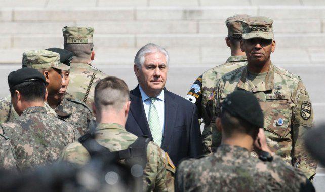 Aprestos bélicos. Tillerson recorre la frontera entre las dos Coreas