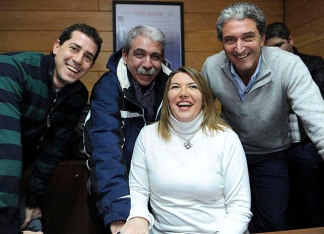 alegría kirchnerista. Rosana Bertone celebra el triunfo electoral con el jefe de Gabinete