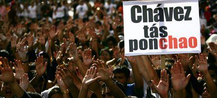 Cuestionan a Chávez por recurrir a Cuba para manejar la crisis eléctrica