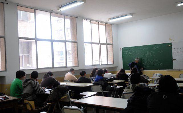 Los docentes no toman exámenes durante este mes. Mañana se podría destrabar el conflicto. (Foto de archivo)