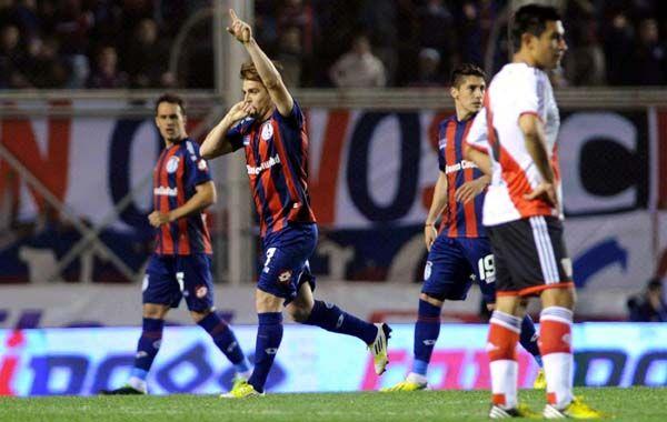 La revancha. Buffarini festeja el gol de penal. El delantero falló en el primer intento pero anotó en su segunda oportunidad.