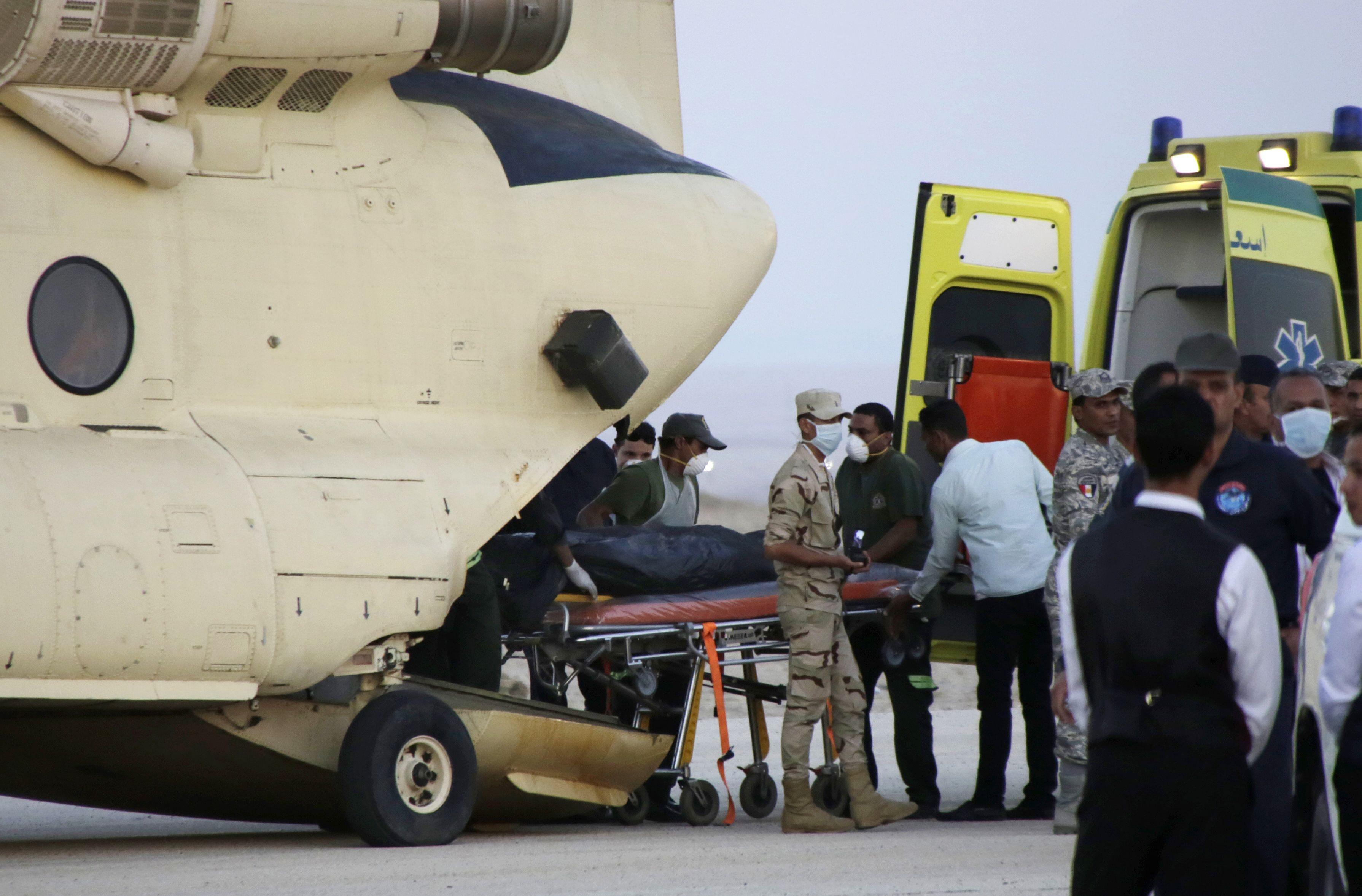 En Egipto comenzó el rescate de los restos de las víctimas. (Foto Reuters)