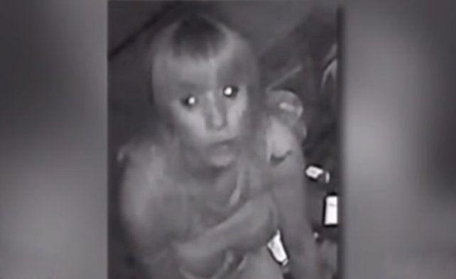 Los rostros de las delincuentes aparecen claramente en las cámaras de seguridad.