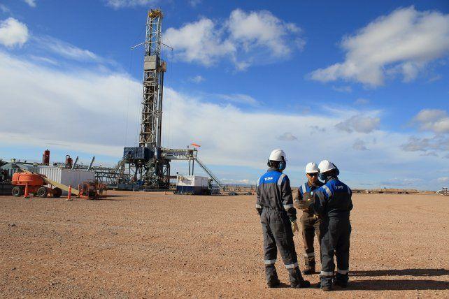 Los puestos de ingeniería vinculada a la actividad petrolera están entre los que mejores salarios reciben.