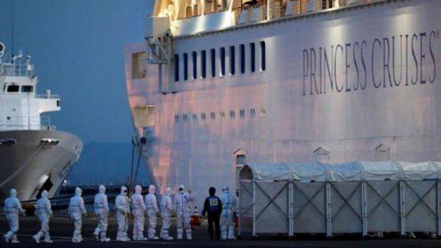 Otros tres casos en el crucero en que se infectó un argentino