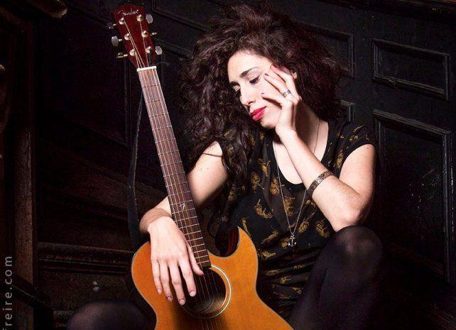 La cantante  Paula Maffía trae su rock a Distrito Siete
