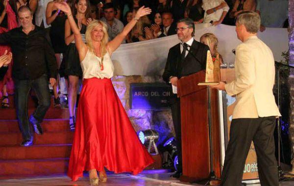Oro. Nazarena Vélez fue ovacionada al recibir el tradicional galardón.
