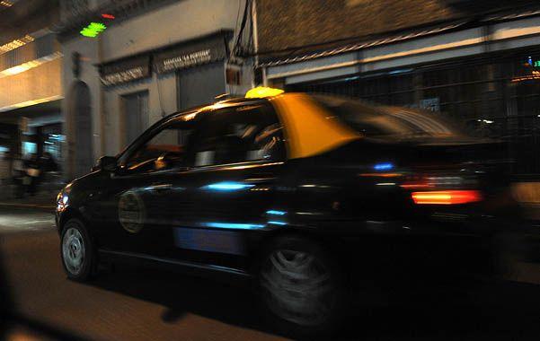 En la calle. En una de las entidades de titulares de licencias dijeron que por momentos hubo más taxis que gente.