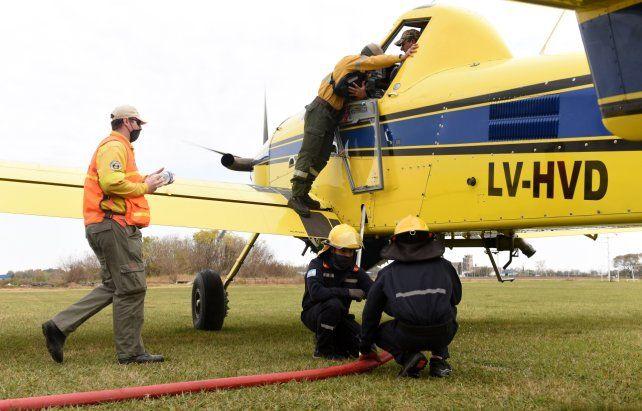 Aviones hidrantes. Las máquinas fueron cargadas ayer en el aeródromo de Alvear.