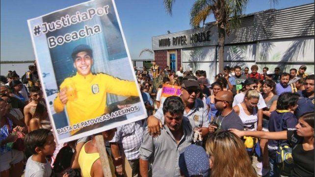 Una manifestación en reclamo de justicia por la muerte de Carlos Orellano frente al boliche Ming River