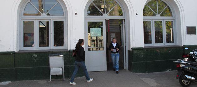 Los policías debían custodiar el predio del Hospital Saenz Peña.