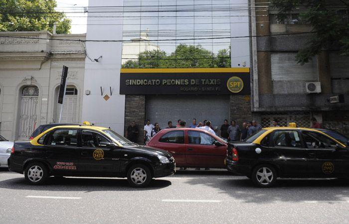 Los peones de taxis son parte de los gremios que motorizan un plan de lucha.