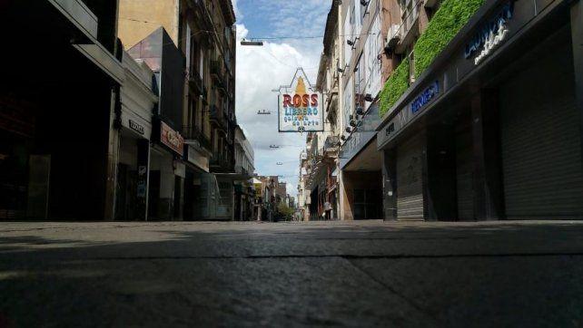 Peatonal Córdoba desolada en la mañana de Navidad.