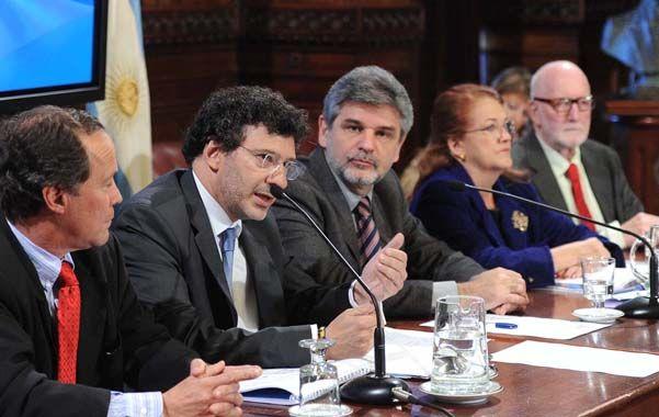 Derecho internacional. Kohen y Castro junto a Giustiniani y Filmus.