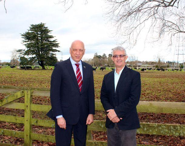 El gobernador Bonfatti junto a Stuart Gordon