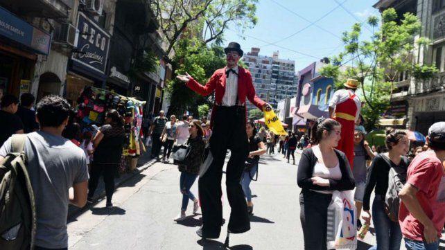 Zancudos le pusieron más color a calle San Luis peatonal.