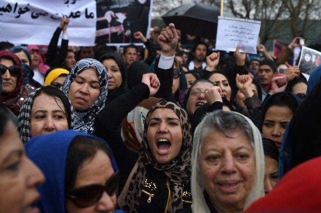 Hoy irrepetible. Un acto feminista en Kabul en 2015 frente a la Corte Suprema.