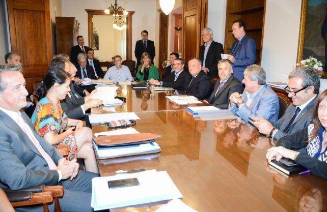 El jueves se realizó la primera reunión de ministros con senadores y diputados para discutir la adhesión a la adenda al pacto fiscal