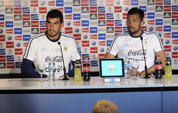 Con los colores argentinos. Guzmán y Garay hablaron en conferencia de prensa.