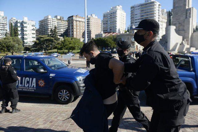 La detención de uno de los manifestantes.