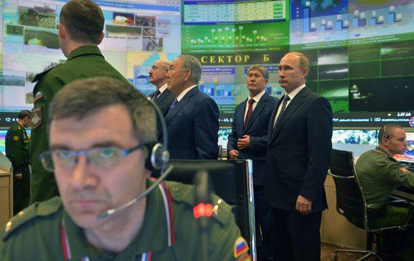 Putin junto a sus aliados de Asia Central en la sala de control del Ministerio de Defensa