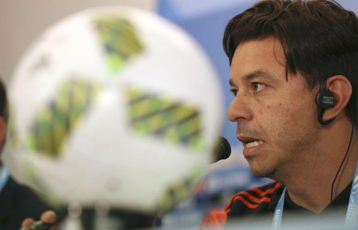 En la rueda de prensa Gallardo no confirmó el equipo millonario para mañana.