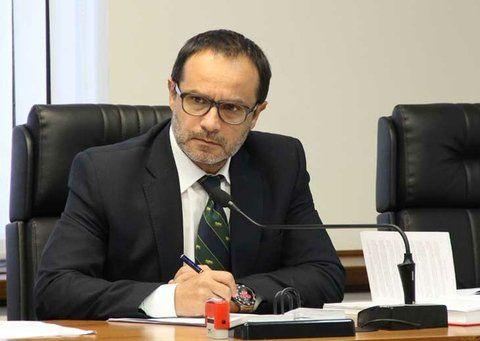 el juez. Alejandro Negroni dispuso que la joven permaneciera en una institución municipal y con tobillera.