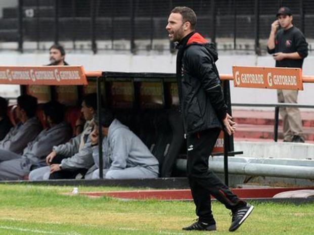 Bernardi busca reordenar el equipo tras el clásico.