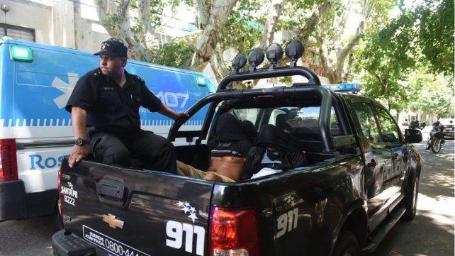 Dos de los delincuentes que participaron del robo fueron trasladados detenidos tras ser capturados en Crespo al 400.