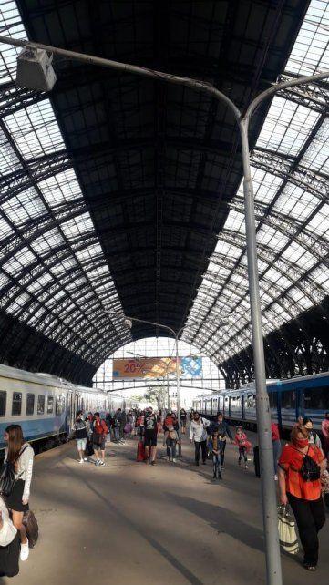 El puntual arribo del tren a Retiro.