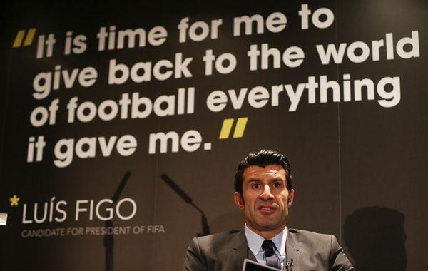 Figo propuso que la mitad de los ingresos de la FIFA sean distribuidos a las federaciones para desarrollar el fútbol base.