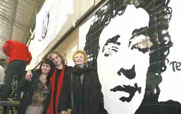 Lilian Clark fue a la inauguración del mural de Cerati en Villa Urquiza.