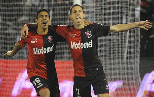 La Fiera acaba de convertir el gol de la victoria -de penal- y lo festeja de manera alocada. (Foto: F. Guillén)