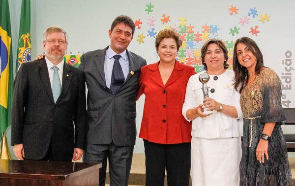La presidenta de Brasil entregó el premio a María del Carmen Chude.