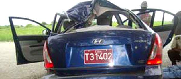 Foto no oficial del auto luego del accidente. Recibió un fuerte impacto en su parte posterior