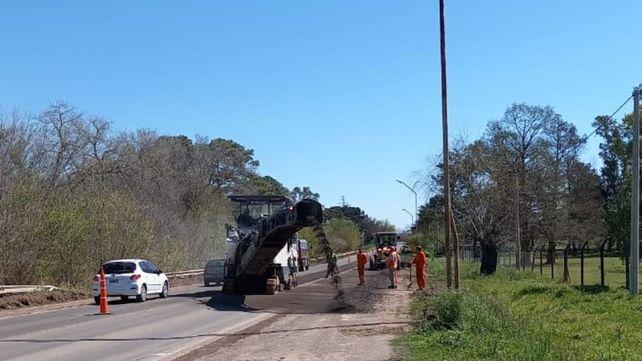 Los trabajos producen reducciones en el carril de la ruta donde trabajan las máquinas.