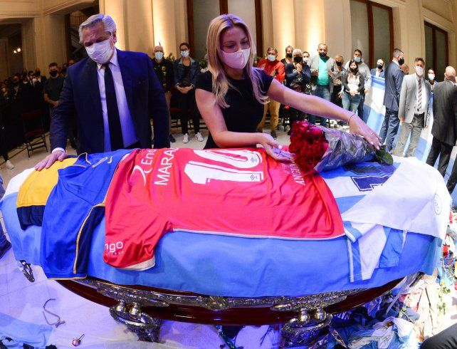 Alberto Fernández lamentó los incidentes durante el velatorio de Maradona