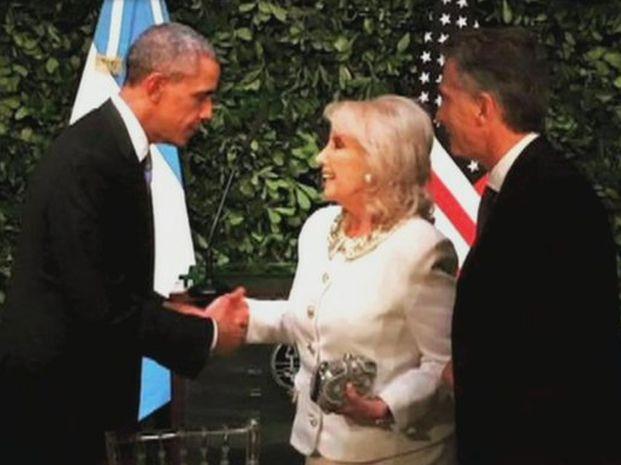 La imagen del encuentro entre Mirtha Legrand y Barack Obama en el Centro Cultural Kirchner.