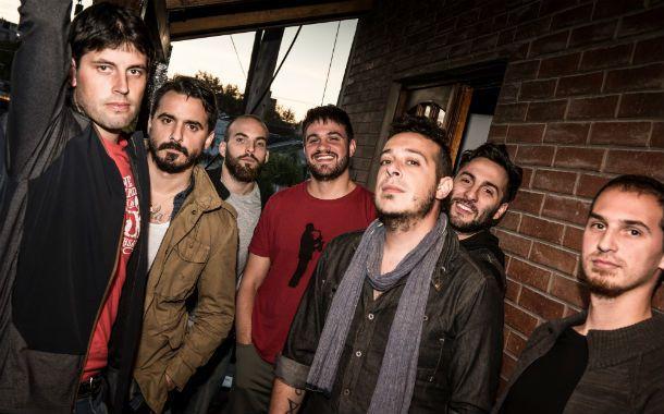 Los siete de La banca. El grupo porteño llega a la ciudad para presentar su quinto disco de estudio.