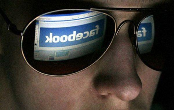 El hombre mantuvo una relación con la víctima a través de la red social