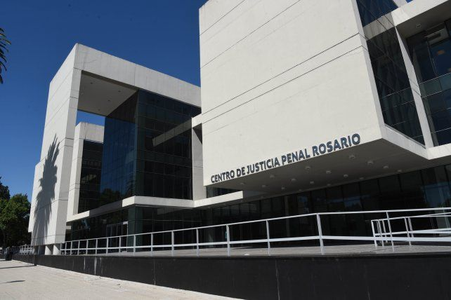 El acusado llegó en libertad al juicio que comenzó en el Centro de Justicia Penal pero a pedido de la fiscal quedó detenido.